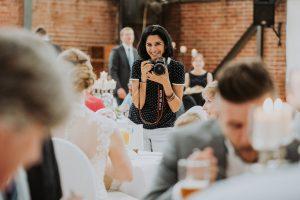 Herzliche, lustige Hochzeitsfotografin aus Köln