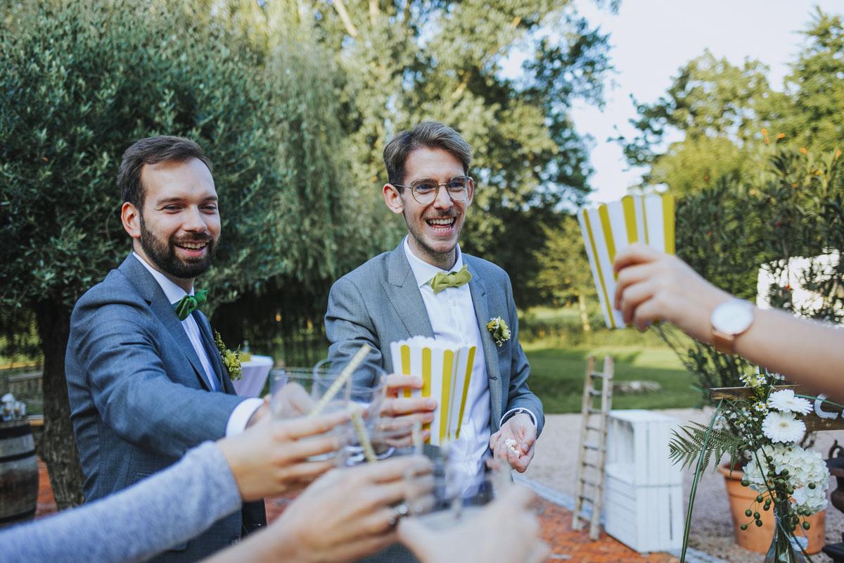 Benni + Thomas | Hurra, die Ehe für alle ist da! - Fotografin Guelten Hamidanoglu Koeln Hochzeiten Hochzeitsfotos  0859