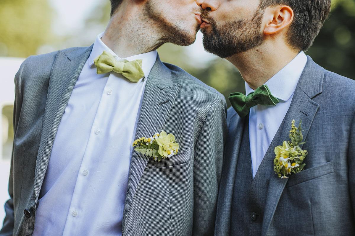 Benni + Thomas | Hurra, die Ehe für alle ist da! - Fotografin Guelten Hamidanoglu Koeln Hochzeiten Hochzeitsfotos  0878
