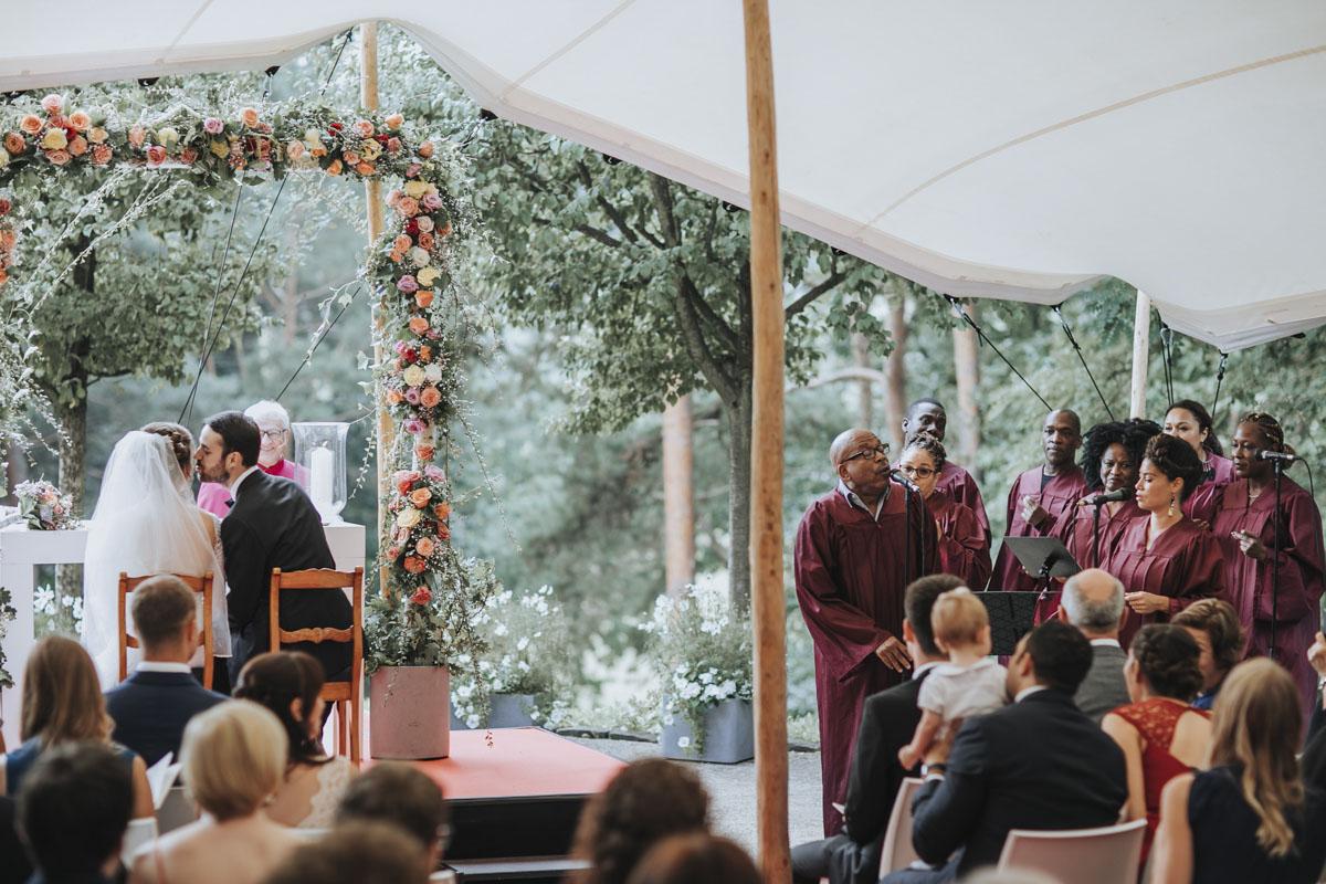 Alica+ Carsten | Freie Trauung im eigenen Garten - Fotografin Guelten Hamidanoglu Koeln Hochzeiten Hochzeitsfotos  100