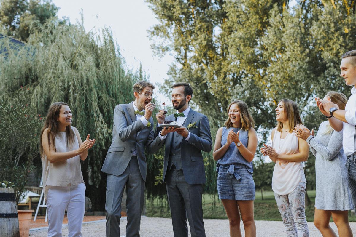 Benni + Thomas | Hurra, die Ehe für alle ist da! - Fotografin Guelten Hamidanoglu Koeln Hochzeiten Hochzeitsfotos  1398