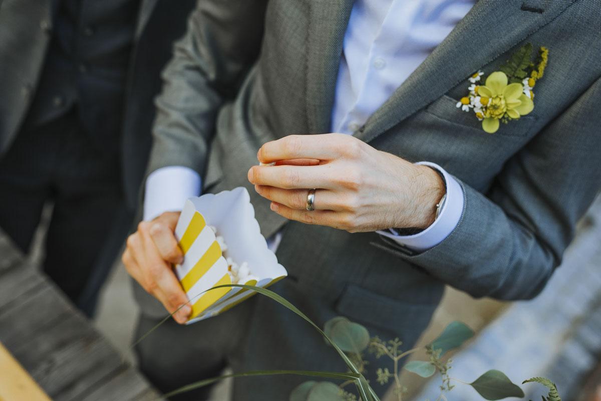 Benni + Thomas | Hurra, die Ehe für alle ist da! - Fotografin Guelten Hamidanoglu Koeln Hochzeiten Hochzeitsfotos  1471
