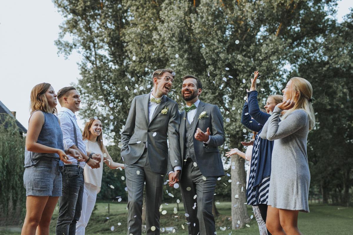 Benni + Thomas | Hurra, die Ehe für alle ist da! - Fotografin Guelten Hamidanoglu Koeln Hochzeiten Hochzeitsfotos  1526