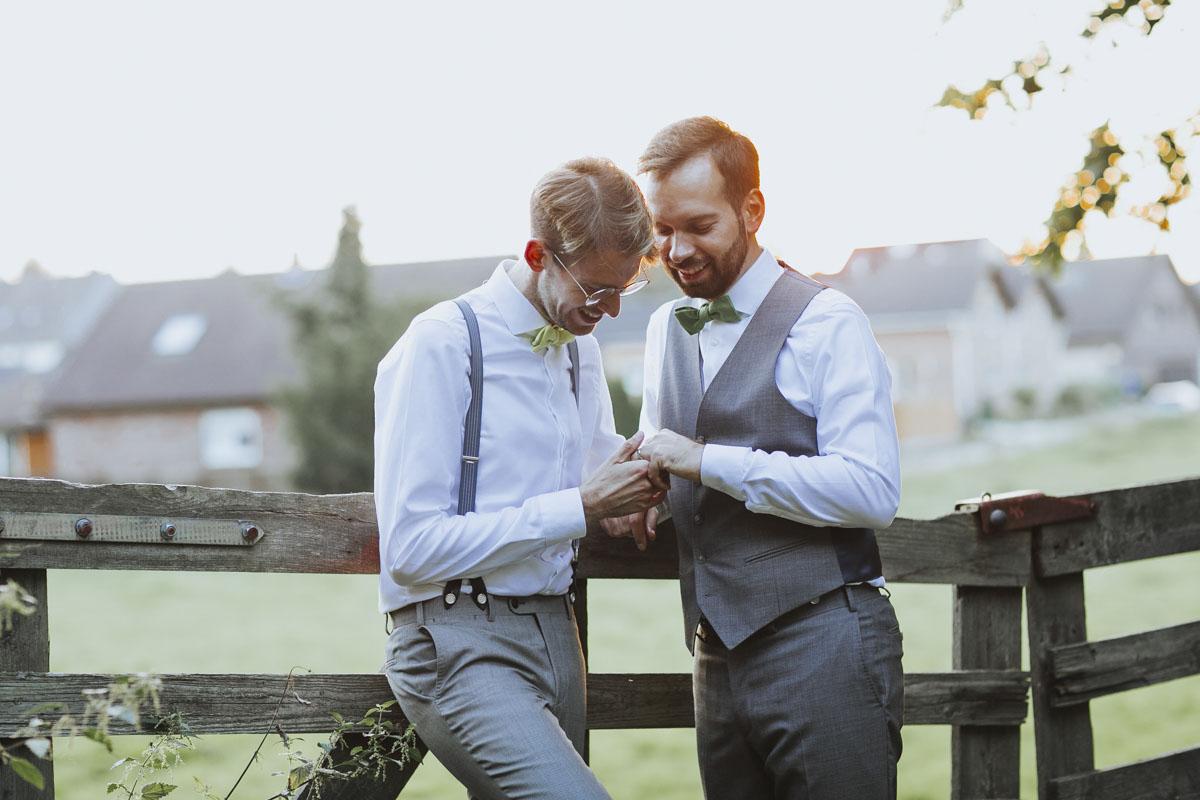Benni + Thomas | Hurra, die Ehe für alle ist da! - Fotografin Guelten Hamidanoglu Koeln Hochzeiten Hochzeitsfotos  1652