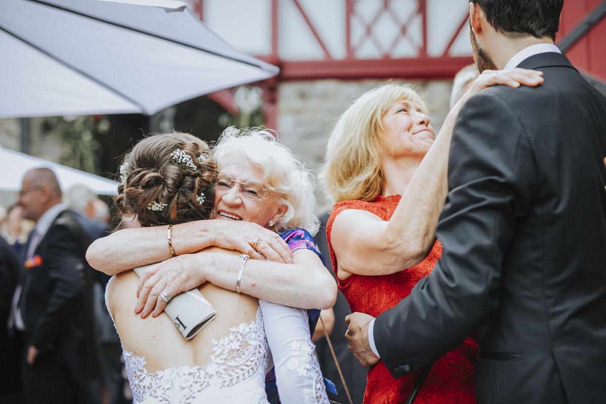 Alica+ Carsten | Freie Trauung im eigenen Garten - Fotografin Guelten Hamidanoglu Koeln Hochzeiten Hochzeitsfotos  169