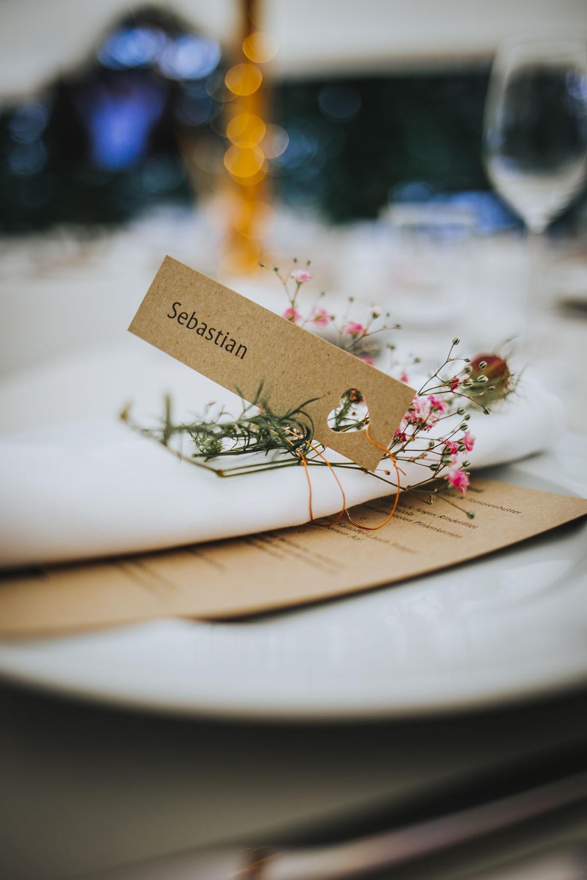Alica+ Carsten | Freie Trauung im eigenen Garten - Fotografin Guelten Hamidanoglu Koeln Hochzeiten Hochzeitsfotos  181 1