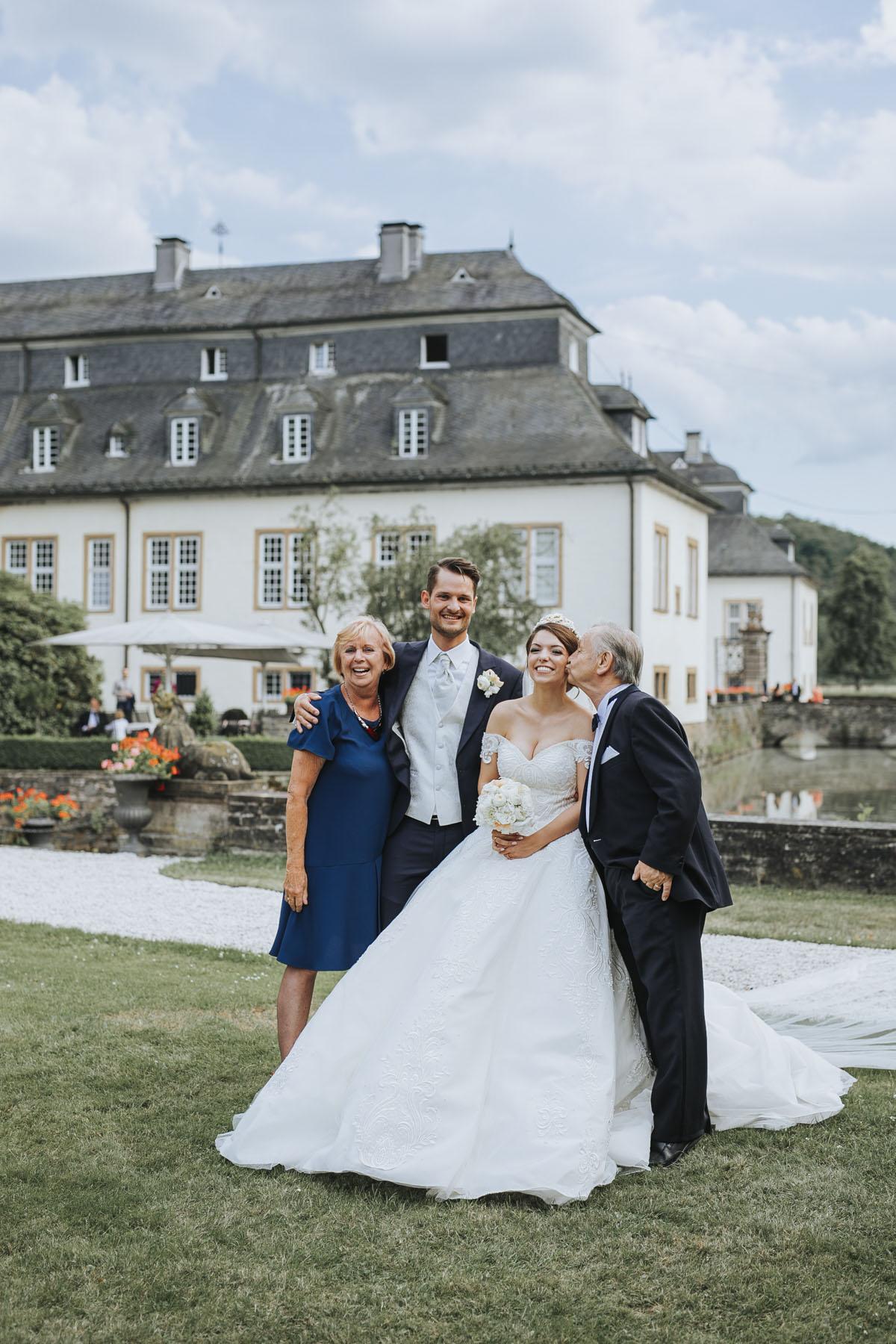 Patricia + Tom | Prinzessinnenhochzeit auf Ehreshoven - Fotografin Guelten Hamidanoglu Koeln Hochzeiten Hochzeitsfotos  189