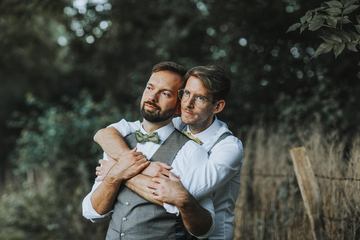 Benni + Thomas | Hurra, die Ehe für alle ist da! - Fotografin Guelten Hamidanoglu Koeln Hochzeiten Hochzeitsfotos  1895