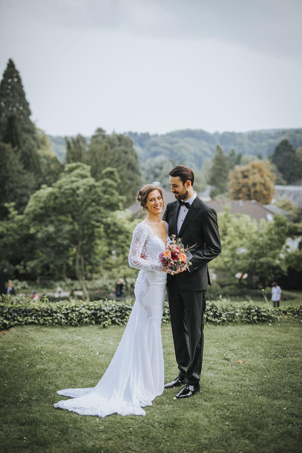Alica+ Carsten | Freie Trauung im eigenen Garten - Fotografin Guelten Hamidanoglu Koeln Hochzeiten Hochzeitsfotos  205 1