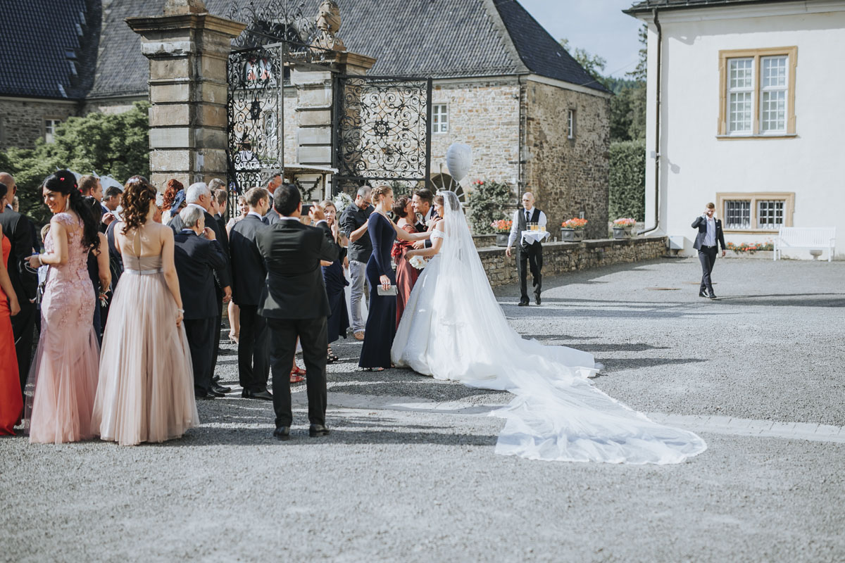 Patricia + Tom | Prinzessinnenhochzeit auf Ehreshoven - Fotografin Guelten Hamidanoglu Koeln Hochzeiten Hochzeitsfotos  230 3