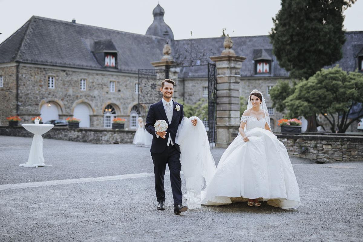 Patricia + Tom | Prinzessinnenhochzeit auf Ehreshoven - Fotografin Guelten Hamidanoglu Koeln Hochzeiten Hochzeitsfotos  24