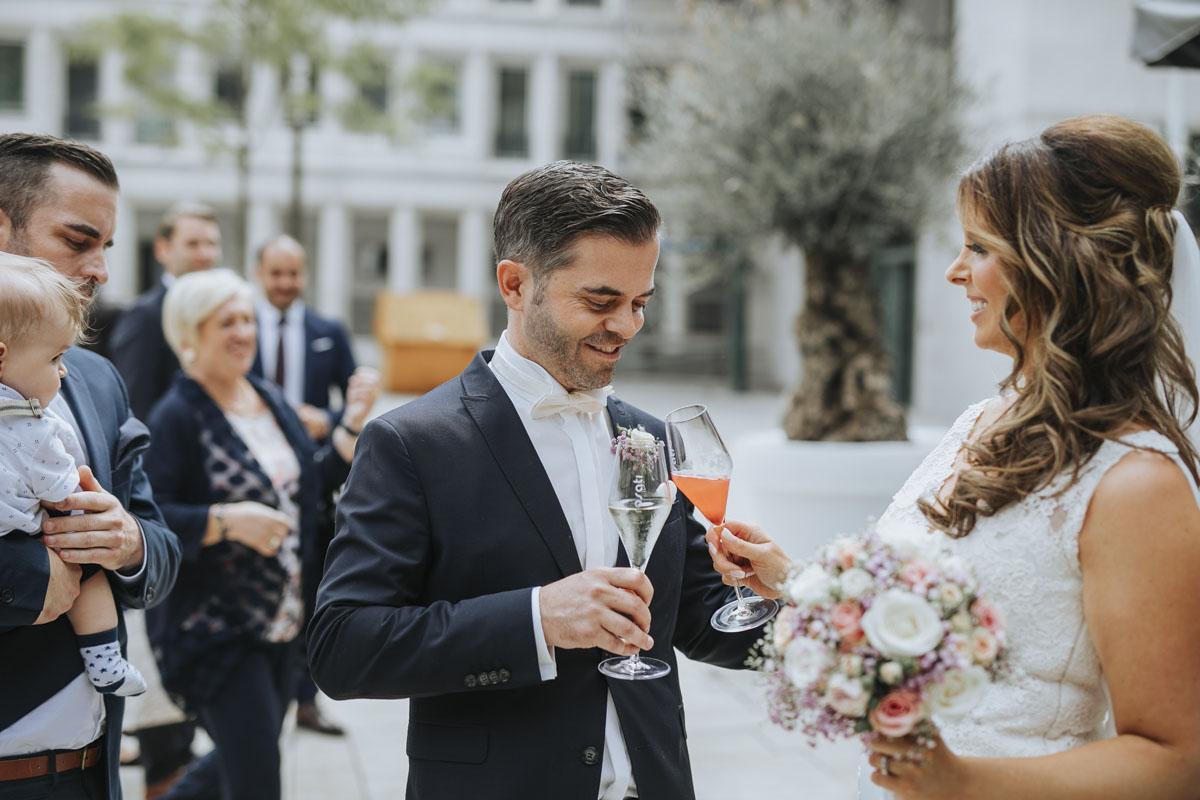 Janine+ Boris | Wir überraschen unsere Hochzeitsgäste mit dem bauwerk in Köln - Fotografin Guelten Hamidanoglu Koeln Hochzeiten Hochzeitsfotos  246 1