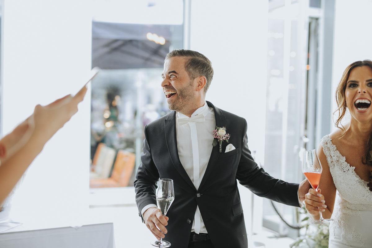 Janine+ Boris | Wir überraschen unsere Hochzeitsgäste mit dem bauwerk in Köln - Fotografin Guelten Hamidanoglu Koeln Hochzeiten Hochzeitsfotos  249