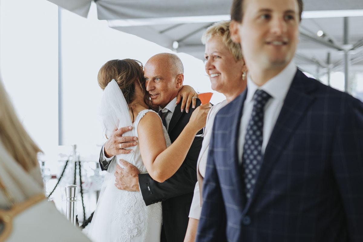 Janine+ Boris | Wir überraschen unsere Hochzeitsgäste mit dem bauwerk in Köln - Fotografin Guelten Hamidanoglu Koeln Hochzeiten Hochzeitsfotos  252 1