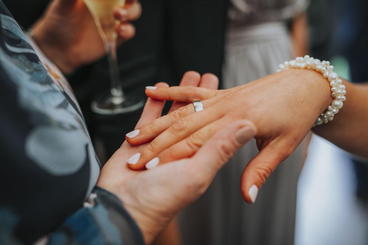 Silke + Clemens | Freie Trauung auf Gut Hohenholz - Fotografin Guelten Hamidanoglu Koeln Hochzeiten Hochzeitsfotos  258