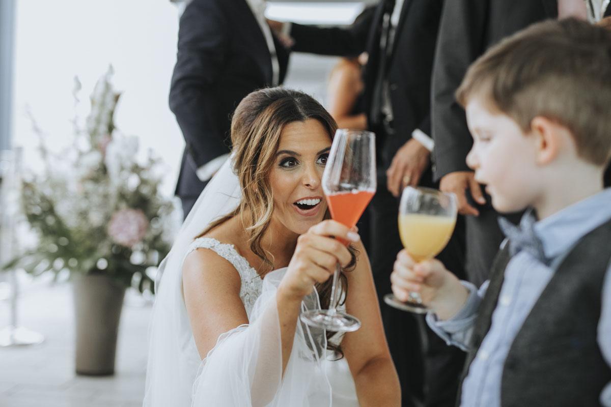 Janine+ Boris | Wir überraschen unsere Hochzeitsgäste mit dem bauwerk in Köln - Fotografin Guelten Hamidanoglu Koeln Hochzeiten Hochzeitsfotos  259