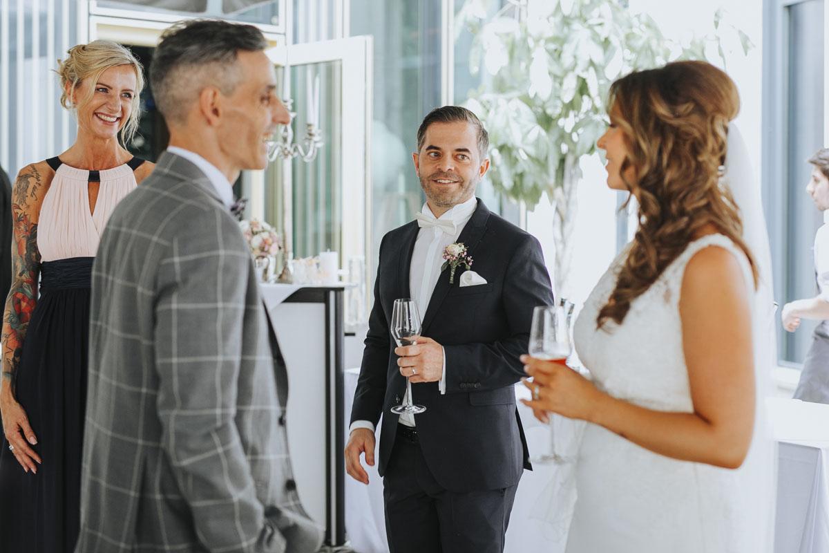 Janine+ Boris | Wir überraschen unsere Hochzeitsgäste mit dem bauwerk in Köln - Fotografin Guelten Hamidanoglu Koeln Hochzeiten Hochzeitsfotos  270 1