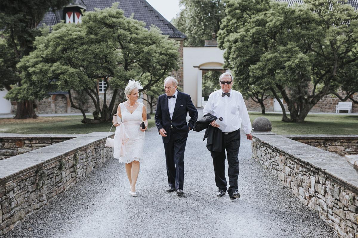 Patricia + Tom | Prinzessinnenhochzeit auf Ehreshoven - Fotografin Guelten Hamidanoglu Koeln Hochzeiten Hochzeitsfotos  292