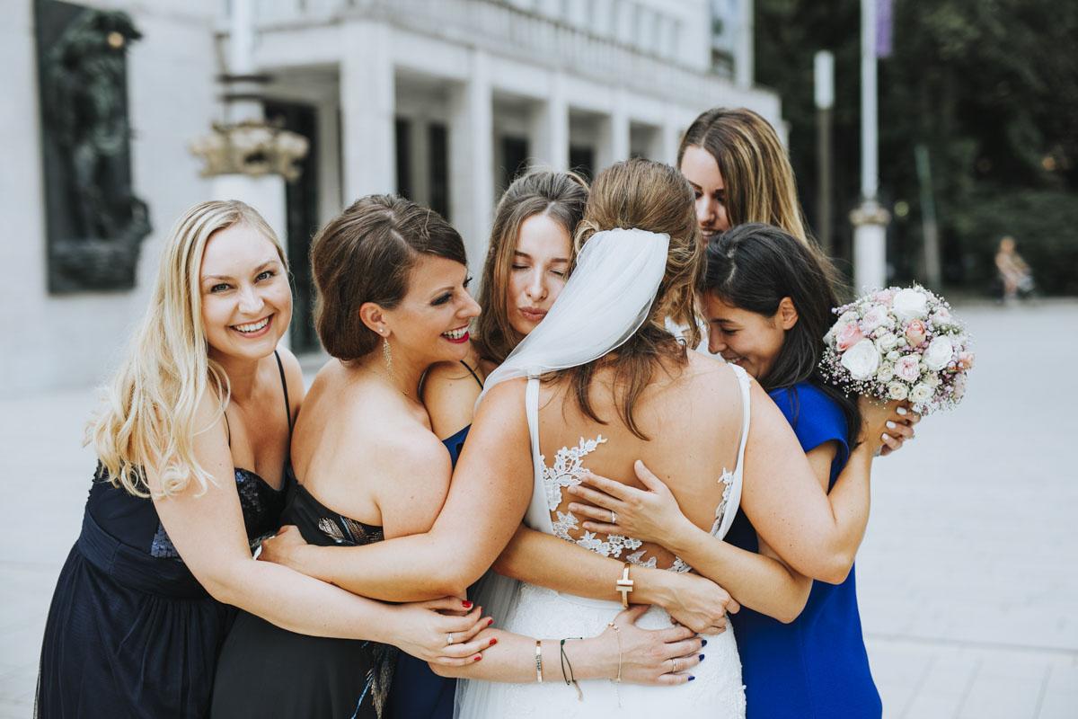Janine+ Boris | Wir überraschen unsere Hochzeitsgäste mit dem bauwerk in Köln - Fotografin Guelten Hamidanoglu Koeln Hochzeiten Hochzeitsfotos  301