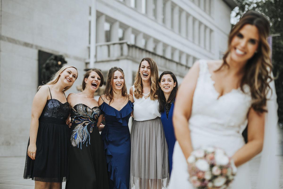 Janine+ Boris | Wir überraschen unsere Hochzeitsgäste mit dem bauwerk in Köln - Fotografin Guelten Hamidanoglu Koeln Hochzeiten Hochzeitsfotos  305