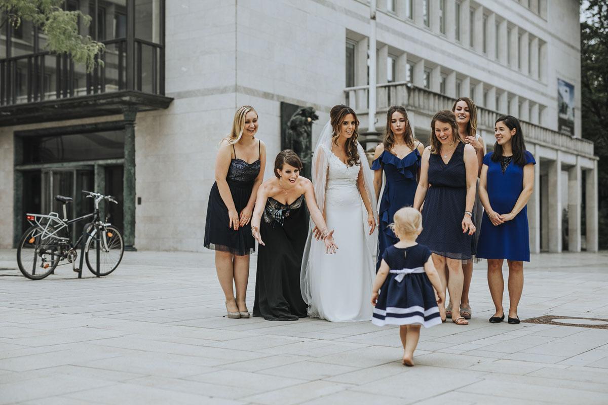 Janine+ Boris | Wir überraschen unsere Hochzeitsgäste mit dem bauwerk in Köln - Fotografin Guelten Hamidanoglu Koeln Hochzeiten Hochzeitsfotos  311