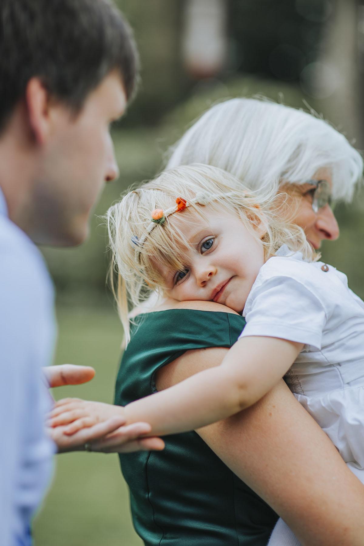 Alica+ Carsten | Freie Trauung im eigenen Garten - Fotografin Guelten Hamidanoglu Koeln Hochzeiten Hochzeitsfotos  313 1