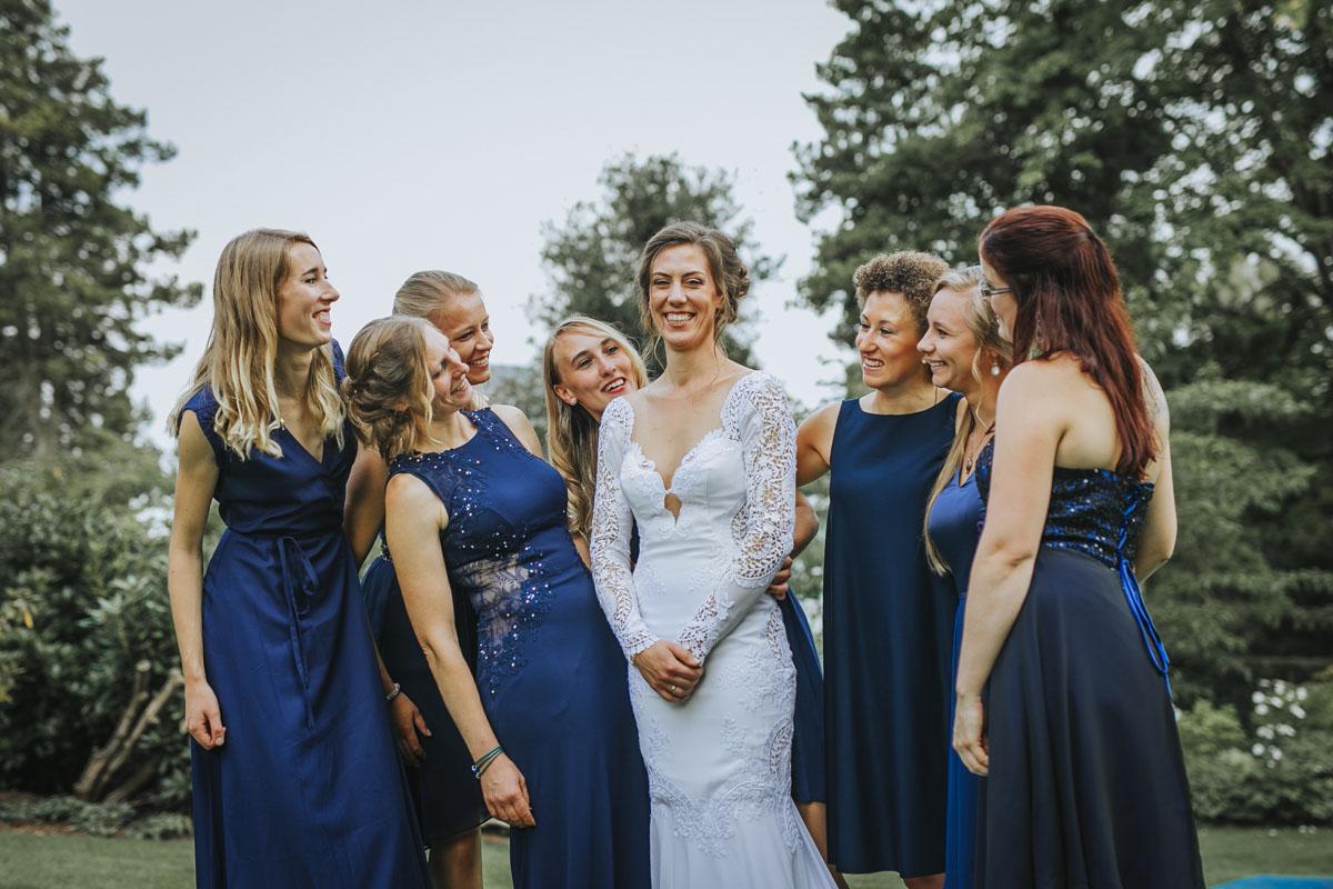 Alica+ Carsten | Freie Trauung im eigenen Garten - Fotografin Guelten Hamidanoglu Koeln Hochzeiten Hochzeitsfotos  329