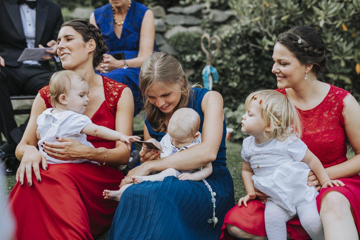 Alica+ Carsten | Freie Trauung im eigenen Garten - Fotografin Guelten Hamidanoglu Koeln Hochzeiten Hochzeitsfotos  333