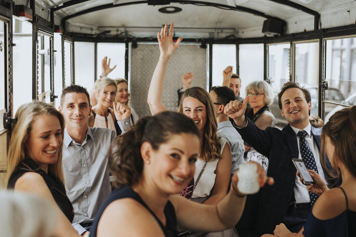 Janine+ Boris | Wir überraschen unsere Hochzeitsgäste mit dem bauwerk in Köln - Fotografin Guelten Hamidanoglu Koeln Hochzeiten Hochzeitsfotos  373