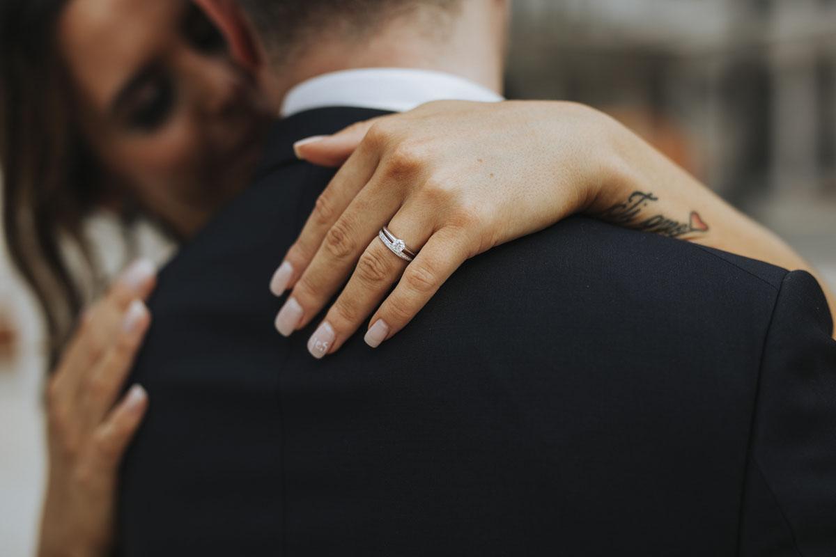 Janine+ Boris | Wir überraschen unsere Hochzeitsgäste mit dem bauwerk in Köln - Fotografin Guelten Hamidanoglu Koeln Hochzeiten Hochzeitsfotos  381
