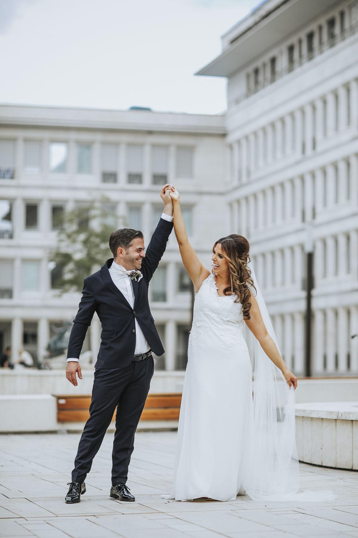 Janine+ Boris | Wir überraschen unsere Hochzeitsgäste mit dem bauwerk in Köln - Fotografin Guelten Hamidanoglu Koeln Hochzeiten Hochzeitsfotos  400