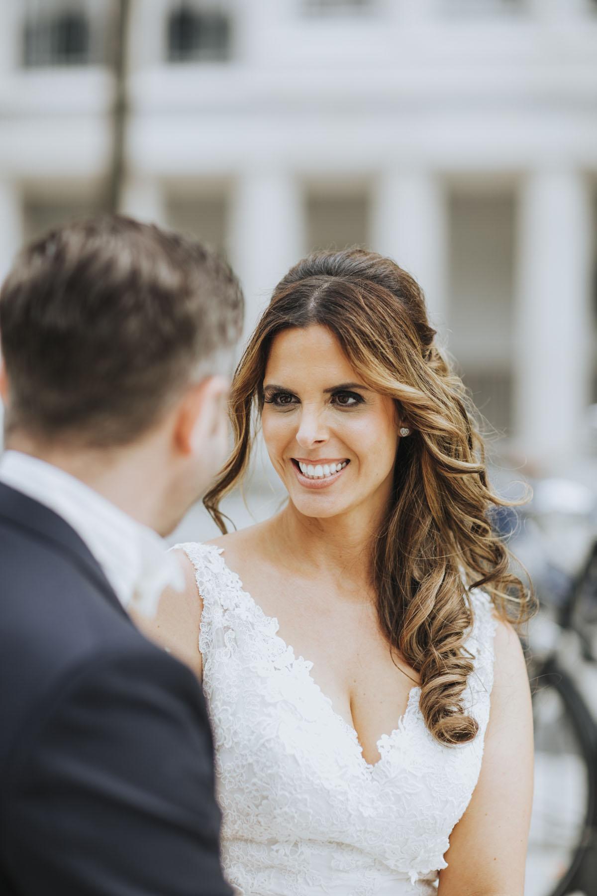 Janine+ Boris | Wir überraschen unsere Hochzeitsgäste mit dem bauwerk in Köln - Fotografin Guelten Hamidanoglu Koeln Hochzeiten Hochzeitsfotos  411 1