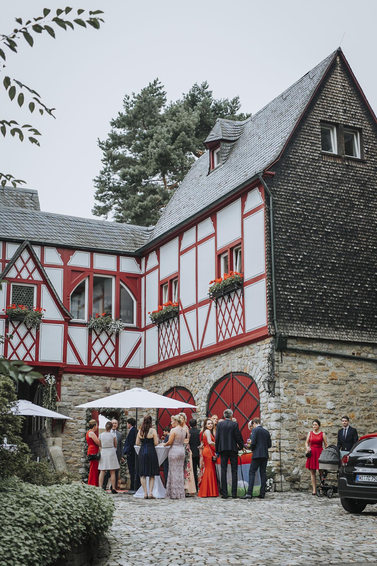 Alica+ Carsten | Freie Trauung im eigenen Garten - Fotografin Guelten Hamidanoglu Koeln Hochzeiten Hochzeitsfotos  42