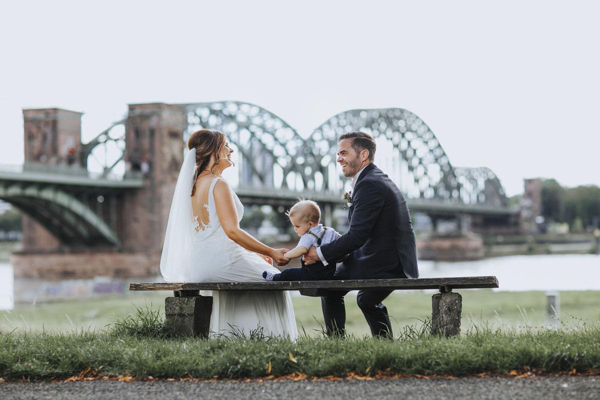 Janine+ Boris | Wir überraschen unsere Hochzeitsgäste mit dem bauwerk in Köln - Fotografin Guelten Hamidanoglu Koeln Hochzeiten Hochzeitsfotos  433