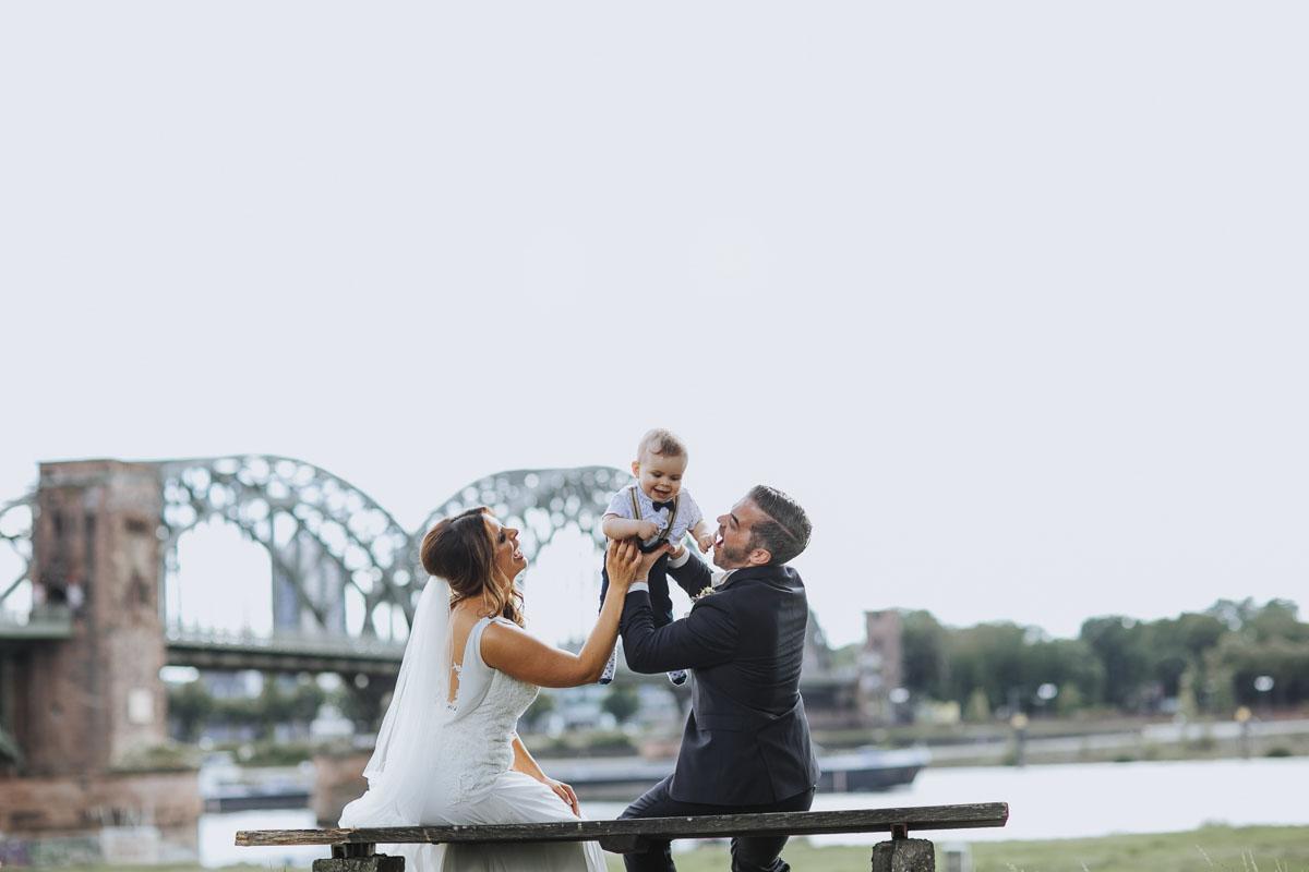 Janine+ Boris | Wir überraschen unsere Hochzeitsgäste mit dem bauwerk in Köln - Fotografin Guelten Hamidanoglu Koeln Hochzeiten Hochzeitsfotos  436