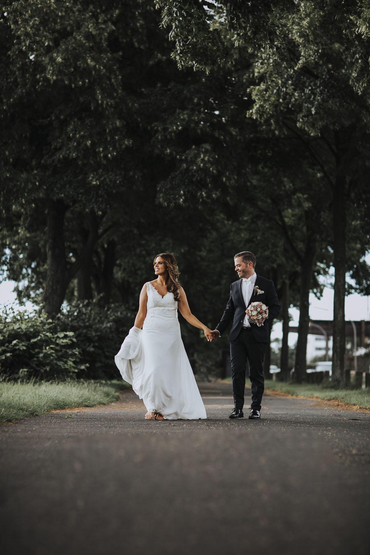 Janine+ Boris | Wir überraschen unsere Hochzeitsgäste mit dem bauwerk in Köln - Fotografin Guelten Hamidanoglu Koeln Hochzeiten Hochzeitsfotos  449