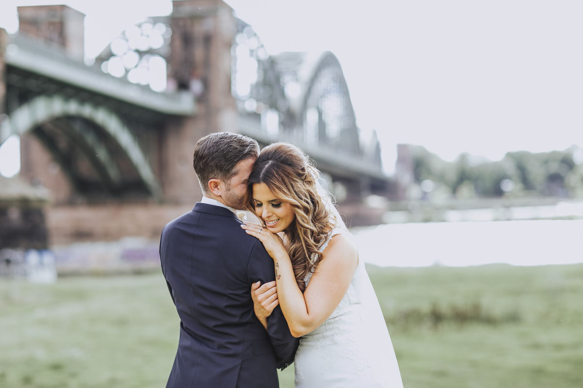 Janine+ Boris | Wir überraschen unsere Hochzeitsgäste mit dem bauwerk in Köln - Fotografin Guelten Hamidanoglu Koeln Hochzeiten Hochzeitsfotos  462