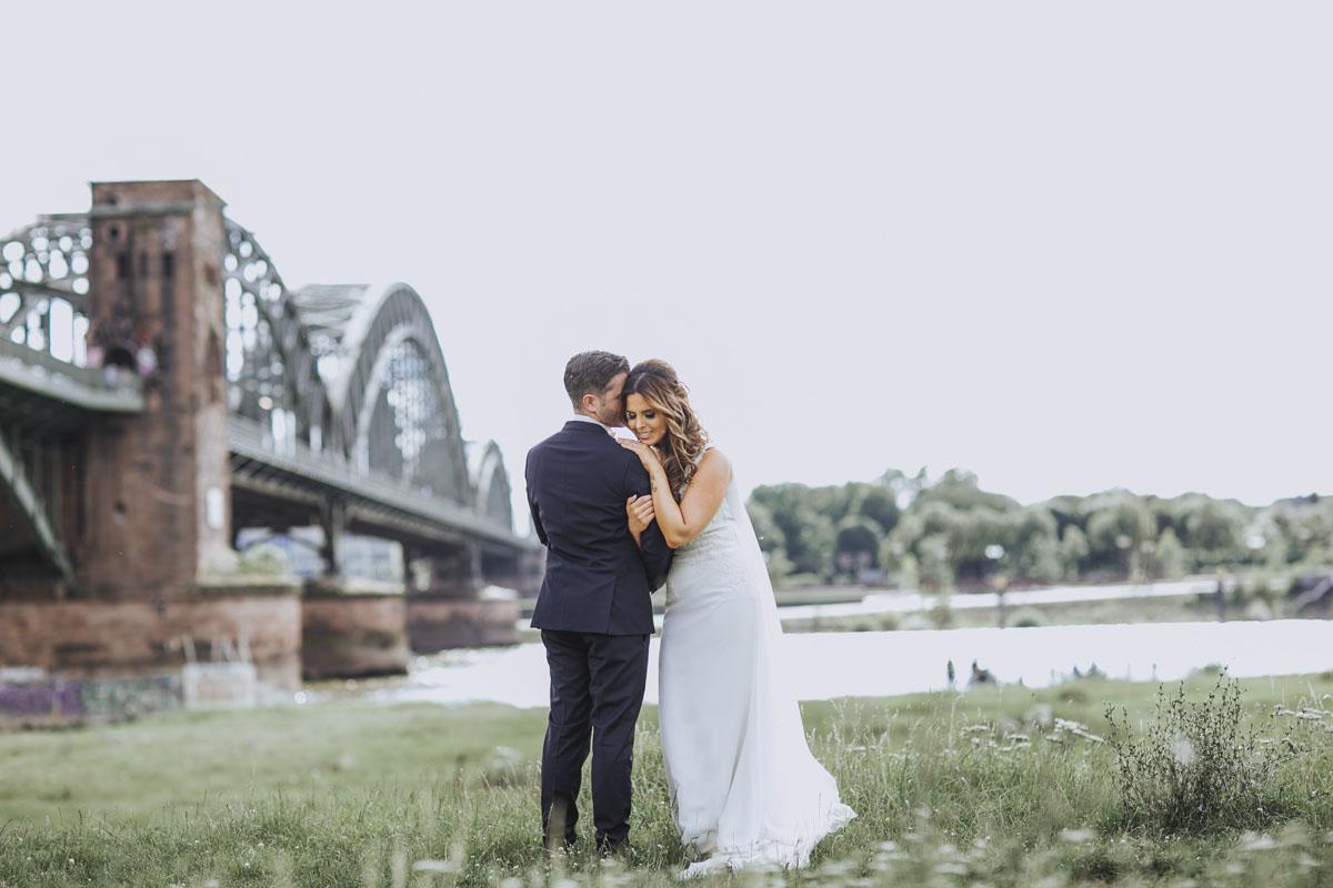 Janine+ Boris | Wir überraschen unsere Hochzeitsgäste mit dem bauwerk in Köln - Fotografin Guelten Hamidanoglu Koeln Hochzeiten Hochzeitsfotos  463