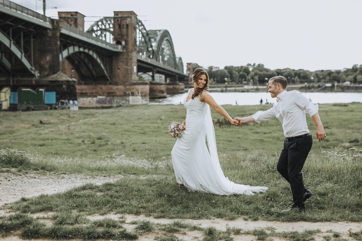 Janine+ Boris | Wir überraschen unsere Hochzeitsgäste mit dem bauwerk in Köln - Fotografin Guelten Hamidanoglu Koeln Hochzeiten Hochzeitsfotos  489