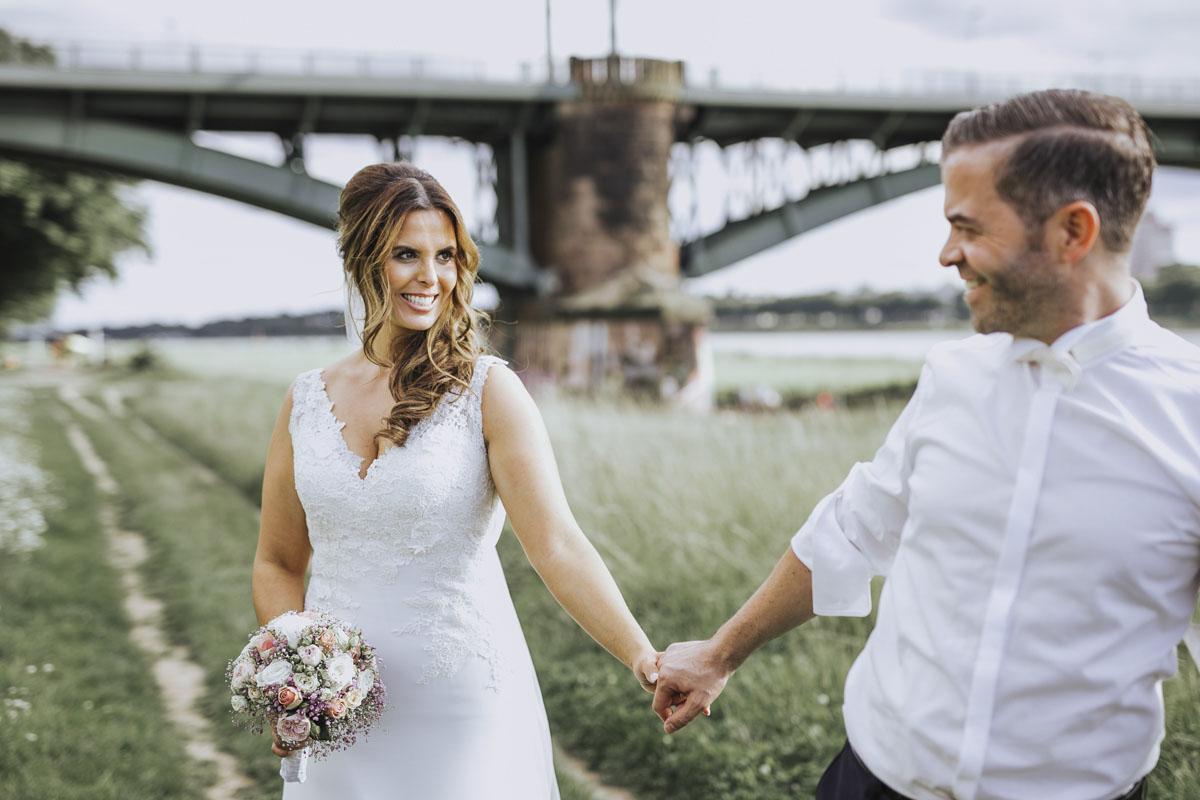 Janine+ Boris | Wir überraschen unsere Hochzeitsgäste mit dem bauwerk in Köln - Fotografin Guelten Hamidanoglu Koeln Hochzeiten Hochzeitsfotos  503