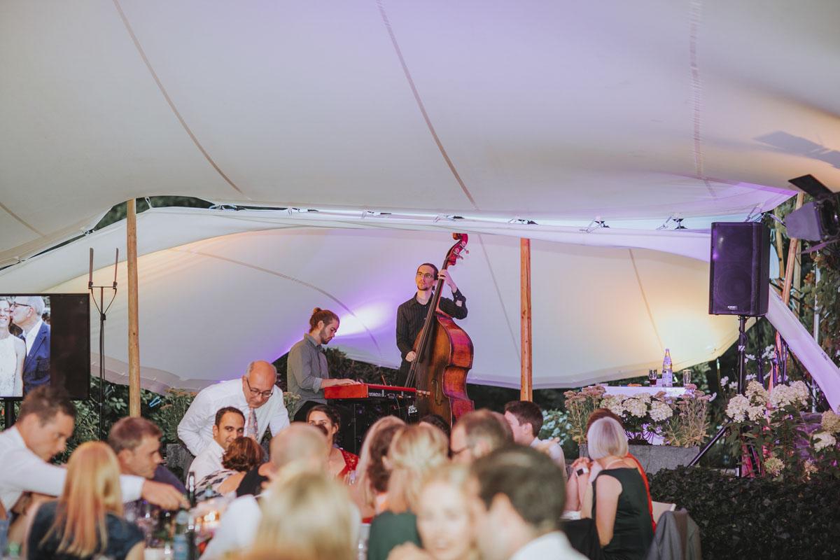 Alica+ Carsten | Freie Trauung im eigenen Garten - Fotografin Guelten Hamidanoglu Koeln Hochzeiten Hochzeitsfotos  506