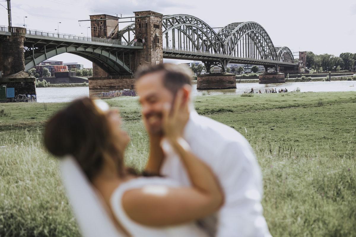 Janine+ Boris | Wir überraschen unsere Hochzeitsgäste mit dem bauwerk in Köln - Fotografin Guelten Hamidanoglu Koeln Hochzeiten Hochzeitsfotos  509
