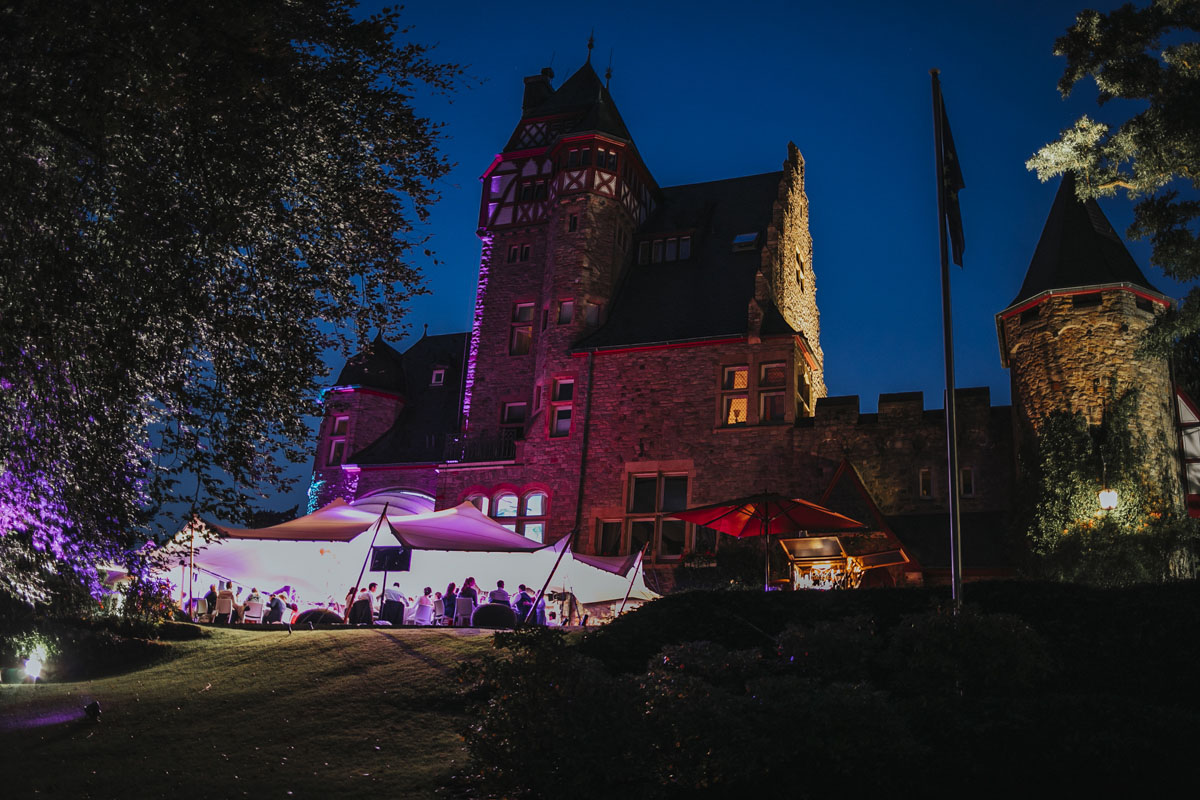 Alica+ Carsten | Freie Trauung im eigenen Garten - Fotografin Guelten Hamidanoglu Koeln Hochzeiten Hochzeitsfotos  513