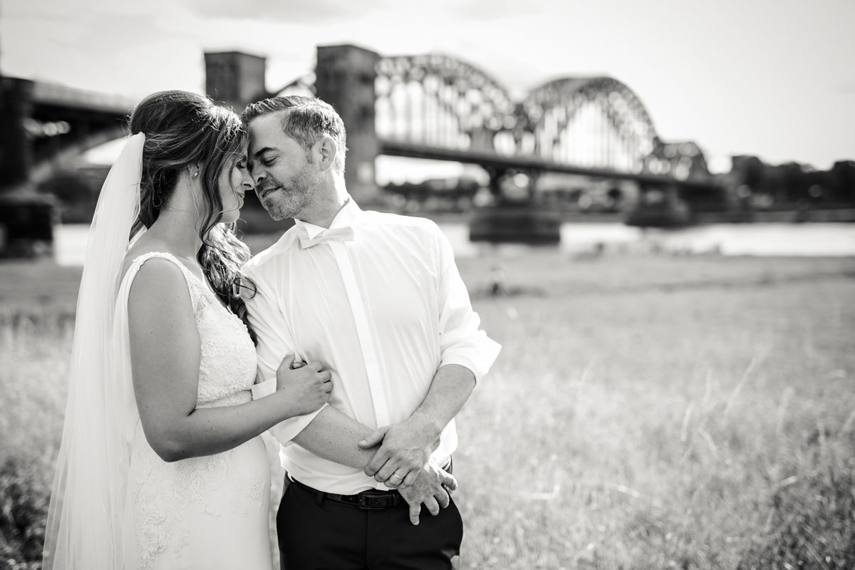 Janine+ Boris | Wir überraschen unsere Hochzeitsgäste mit dem bauwerk in Köln - Fotografin Guelten Hamidanoglu Koeln Hochzeiten Hochzeitsfotos  521 1