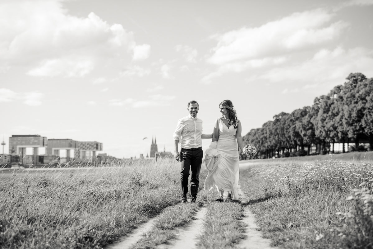 Janine+ Boris | Wir überraschen unsere Hochzeitsgäste mit dem bauwerk in Köln - Fotografin Guelten Hamidanoglu Koeln Hochzeiten Hochzeitsfotos  523 1