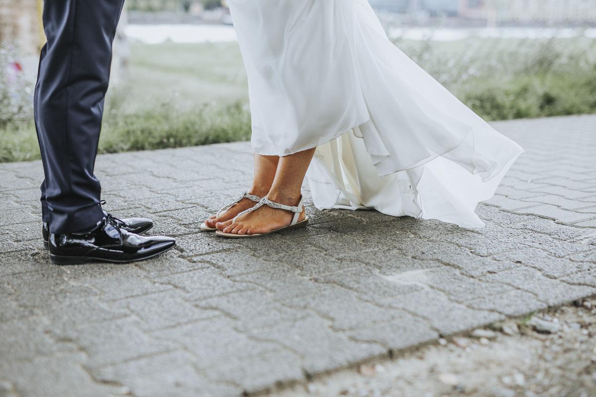 Janine+ Boris | Wir überraschen unsere Hochzeitsgäste mit dem bauwerk in Köln - Fotografin Guelten Hamidanoglu Koeln Hochzeiten Hochzeitsfotos  535