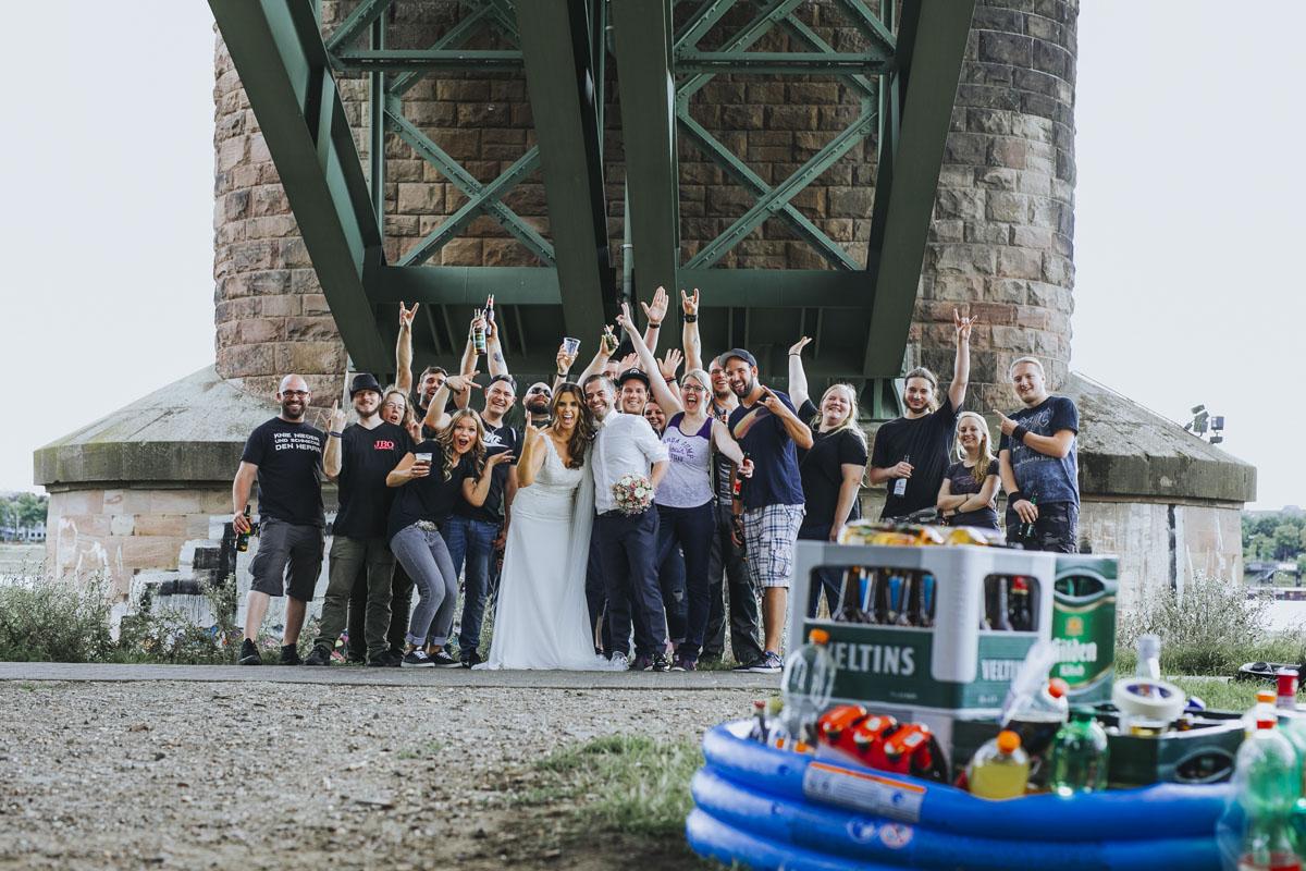 Janine+ Boris | Wir überraschen unsere Hochzeitsgäste mit dem bauwerk in Köln - Fotografin Guelten Hamidanoglu Koeln Hochzeiten Hochzeitsfotos  542