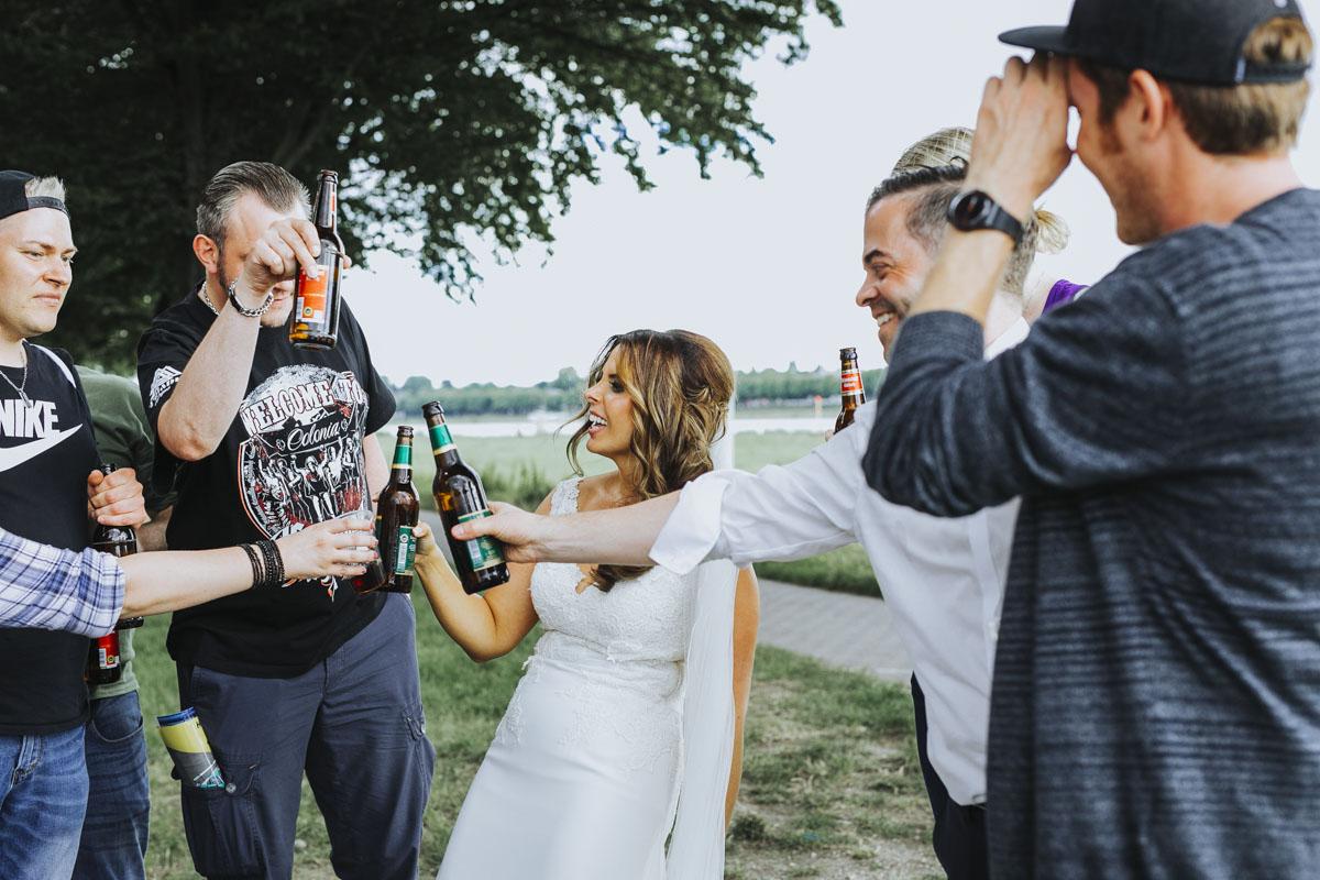 Janine+ Boris | Wir überraschen unsere Hochzeitsgäste mit dem bauwerk in Köln - Fotografin Guelten Hamidanoglu Koeln Hochzeiten Hochzeitsfotos  546 1
