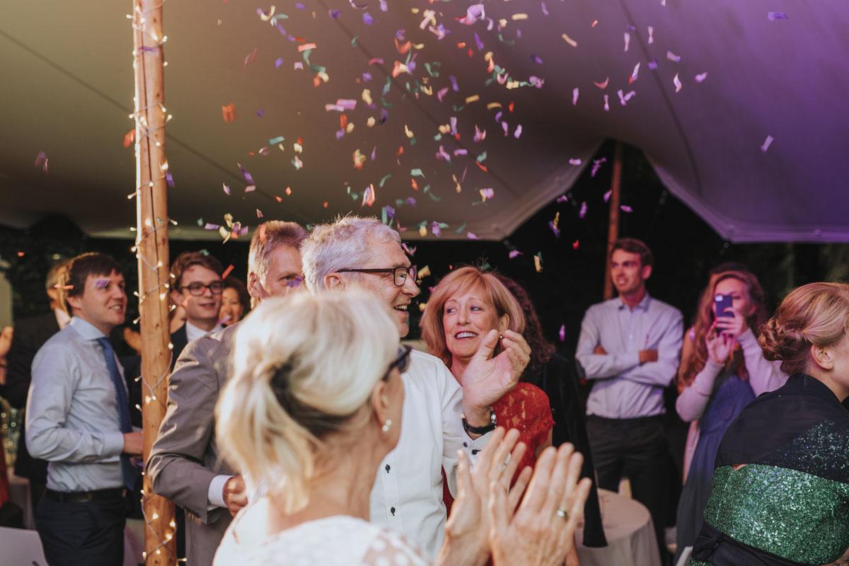 Alica+ Carsten | Freie Trauung im eigenen Garten - Fotografin Guelten Hamidanoglu Koeln Hochzeiten Hochzeitsfotos  546