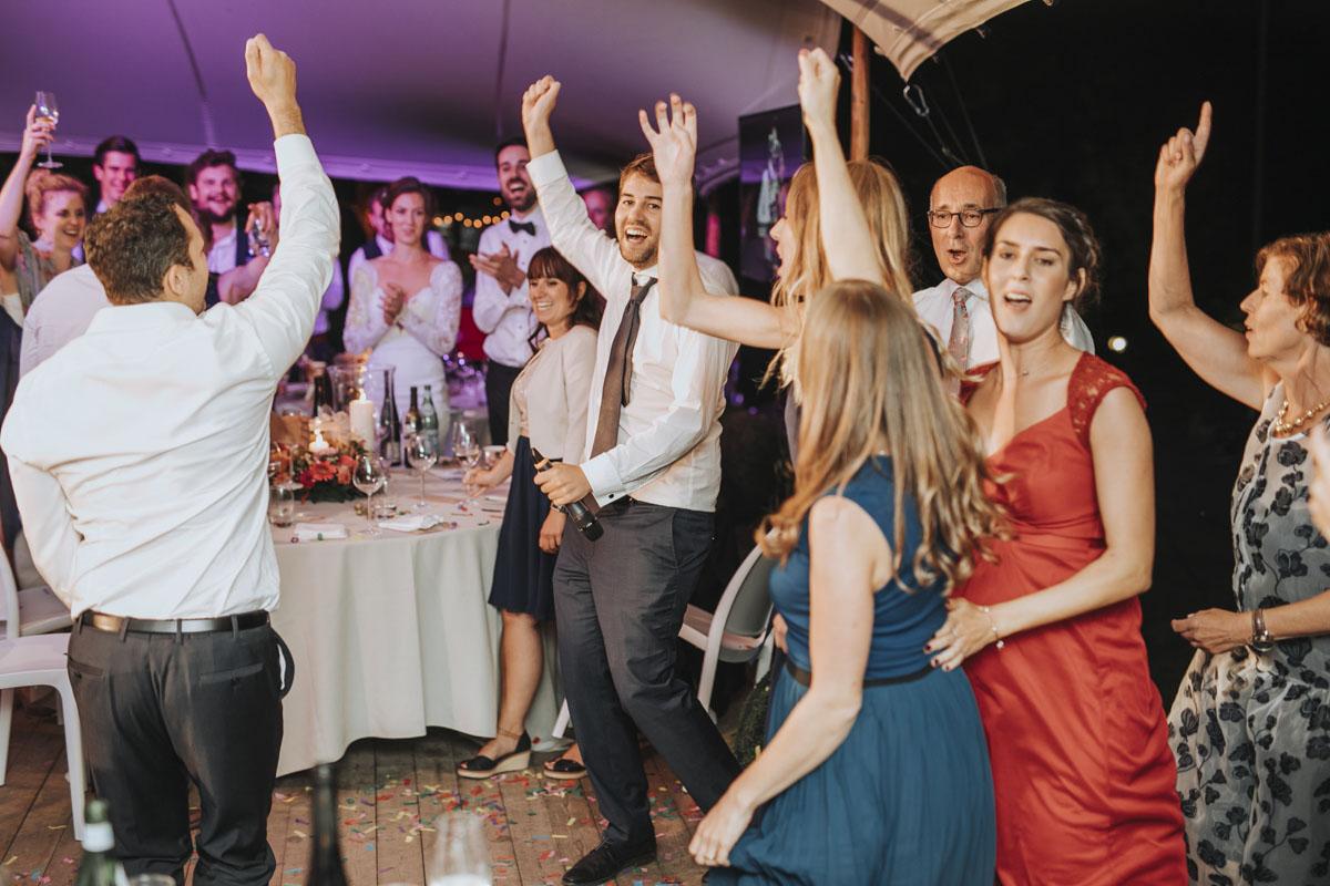 Alica+ Carsten | Freie Trauung im eigenen Garten - Fotografin Guelten Hamidanoglu Koeln Hochzeiten Hochzeitsfotos  552 1